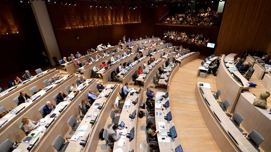 Le conseil municipal de Marseille dans l'hémicycle de la place Bargemon.