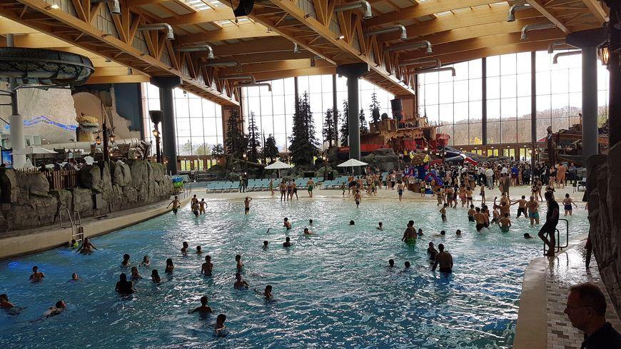 Le nouveau parc aquatique Rulentica, basé sur le même site qu'Europa-Park à Rust (Allemagne), à moins d'une heure de Strasbourg, vient d'ouvrir ses portes. Ici, une vue de la piscine à vague.