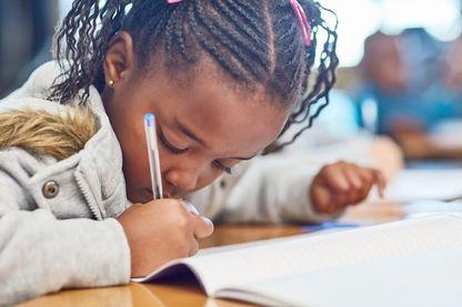 Au Kenya des boites lettres ont été installées dans les écoles pour que les jeunes filles expriment les abus qu'elles subissent