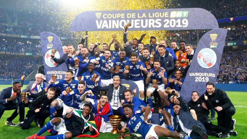 Le Racing célèbre sa victoire en finale de la coupe de la ligue 2019.