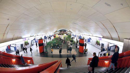 Le R.E.R a 50 ans (2/4) : Des stations comme des villes souterraines