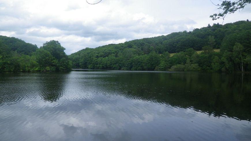 Le lac de barrage de Langleret