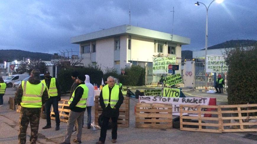 Un an de gilets jaunes : à Ajaccio le dépôt pétrolier, symbole inattendu de la contestation - France Bleu
