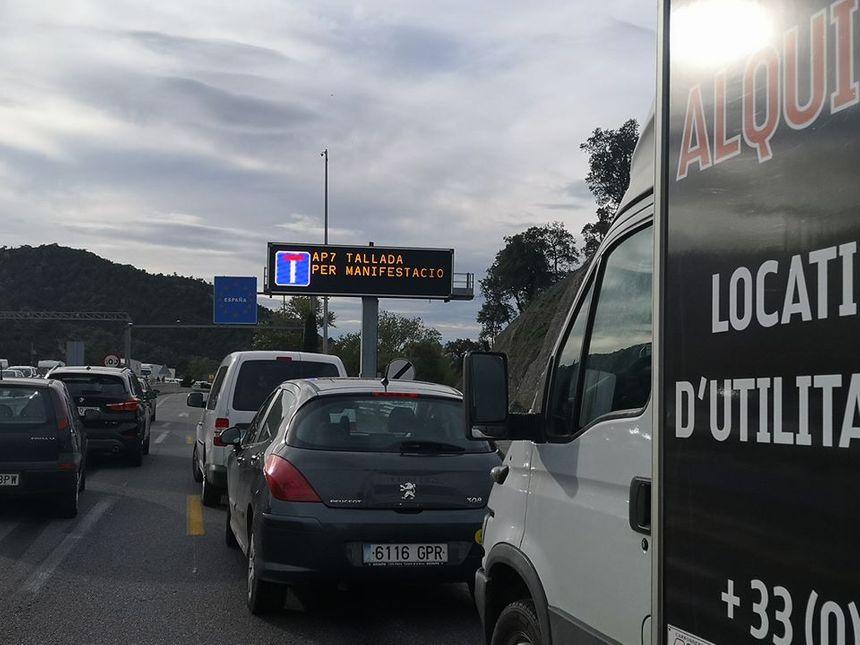 La manifestation provoque d'importants bouchons sur l'A9 en direction de l'Espagne
