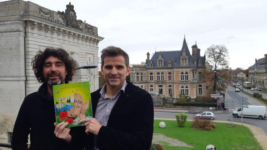 """Romain Changenot et jean-Noël Caron, deux chalonnais amis d'enfance, auteurs de """"Rien à cirer"""""""