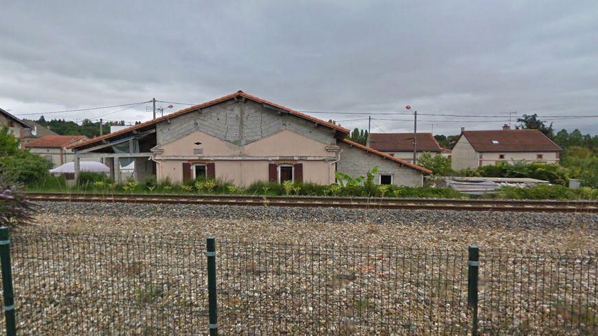 L'accident a eu lieu le long de la voie ferrée, non loin de la mairie de Blaye-les-Mines.