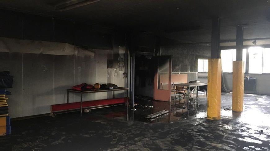 Une des salles de l'école Les Tamaris de Béziers, ravagée par l'incendie