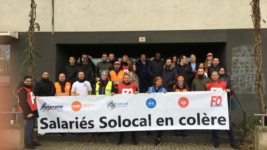 Les grévistes rassemblés, ce jeudi 21 novembre, devant l'agence Solocal de Nancy (photo confiée aimablement à Radio France par l'intersyndicale).