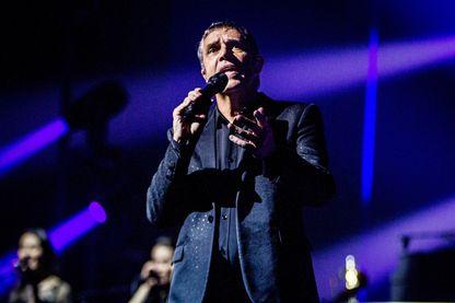 Le chanteur Julien Clerc en concert au Koninklijk Theatre Carre, Amsterdam, Pays-Bas, le 6 mai 2018.