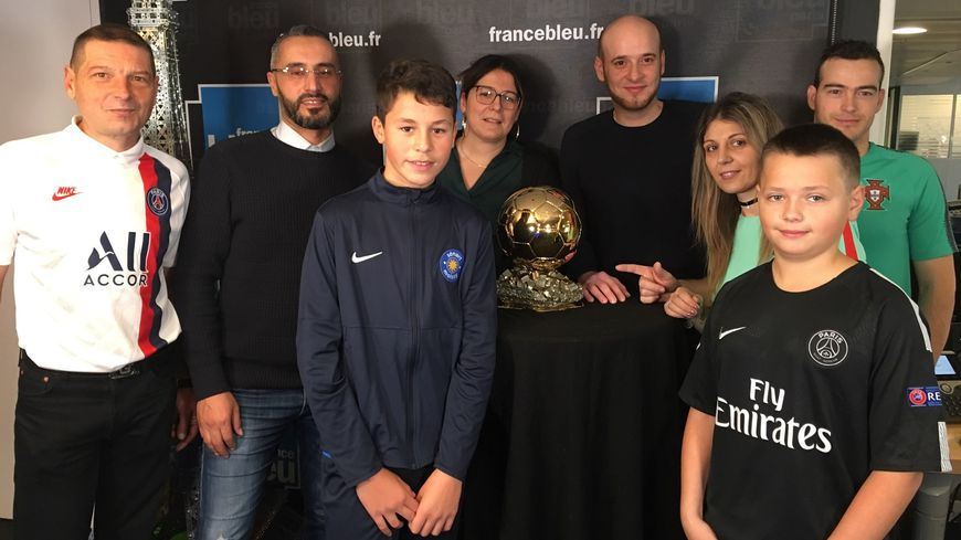 Les auditeurs de France Bleu Paris avec le Ballon d'Or
