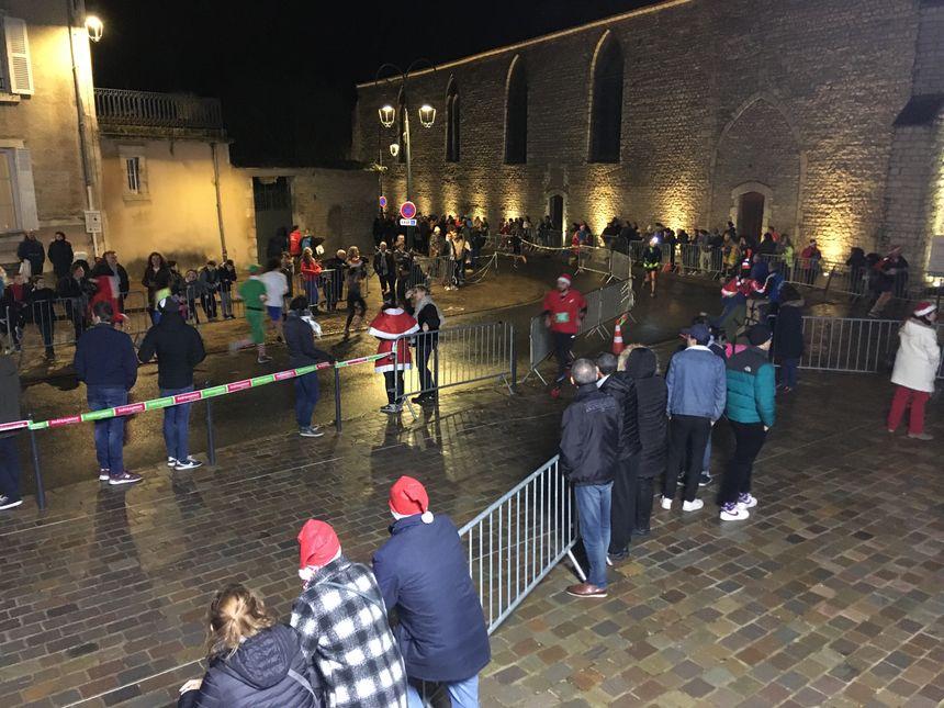 Le public est venu nombreux malgré le froid et la pluie.