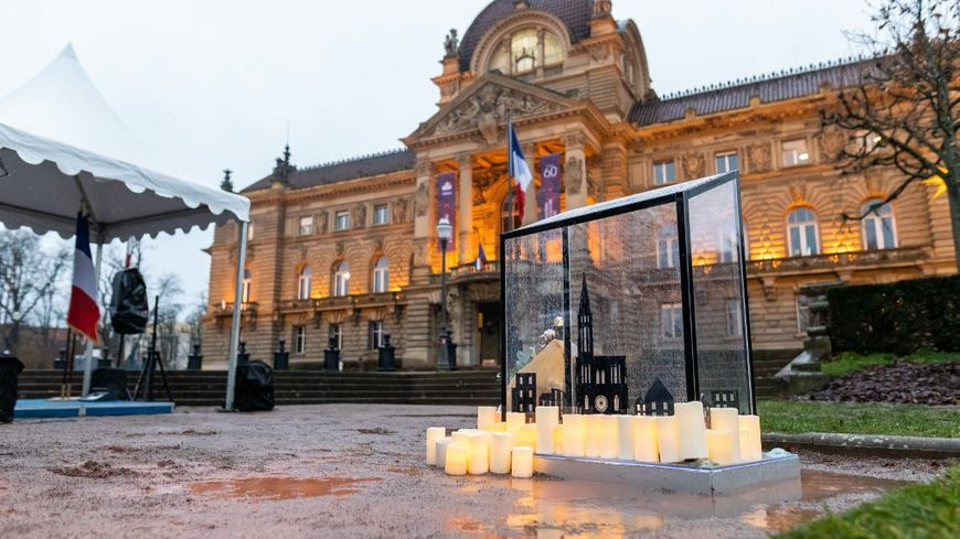 Une stèle, des bougies et une commémoration à la cathédrale, Strasbourg rend hommage aux victimes de l'attentat