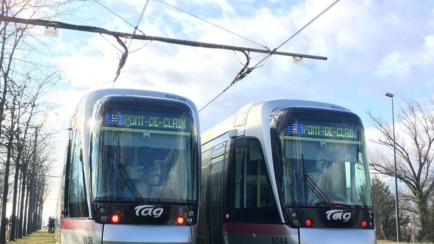 Pour la première fois ce samedi, la ville de Pont-de-Claix s'affiche sur l'écran du tramway A à Grenoble.