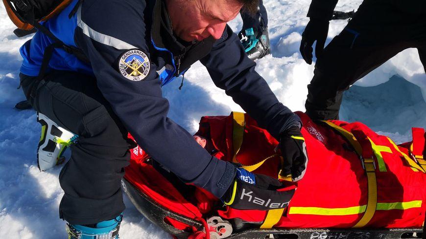 Les gendarmes de haute-montagne récupèrent les victimes
