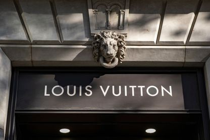 Un magasin Louis Vuitton, représentant de ces grandes groupes du luxe