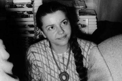 Madeleine Riffaud lors d'une séance de dédicace à la gare d'Orsay en 1968