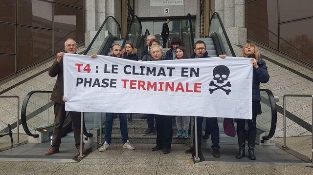 18 associations de protection de l'environnement et de riverains s'opposent à la construction d'un nouveau terminal à l'aéroport Roissy-Charles-de-Gaulle.