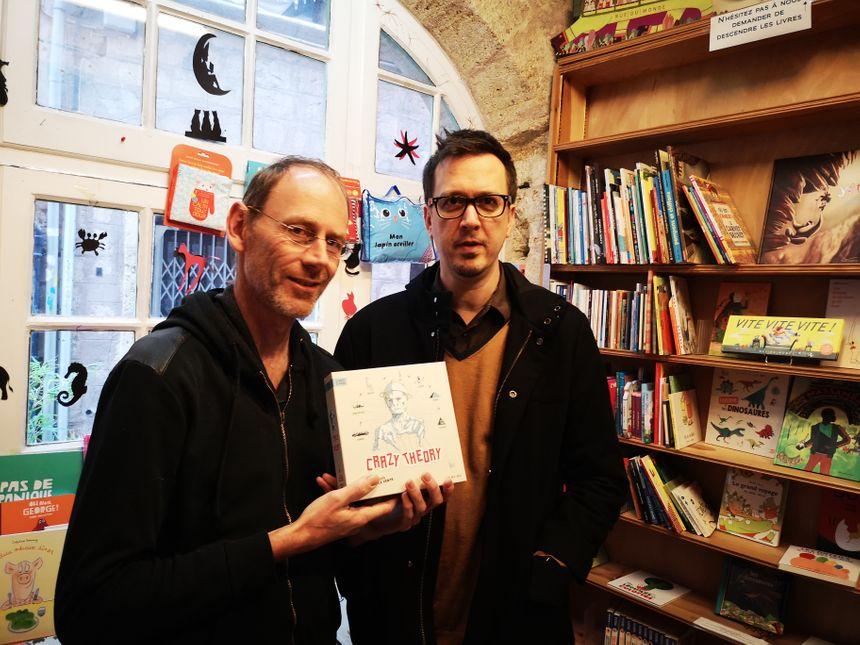 Fabrice Andrivon et Christian Rubiella, les deux créateurs du jeu de société CRAZY THEORIES