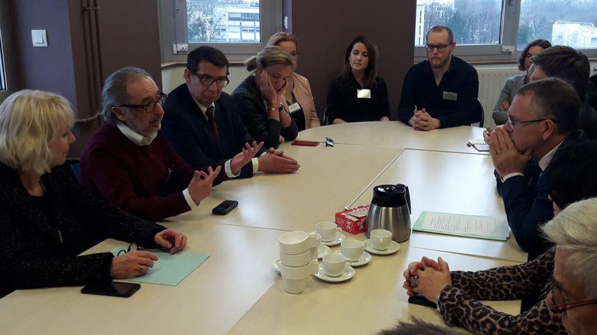 Le recteur de la région académique Jean-Marc Huart a rencontré l'équipe enseignante du dispositif Collège-lycée à l'hôpital.