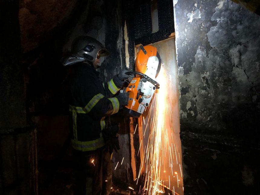 Les pompiers dans l'immeuble