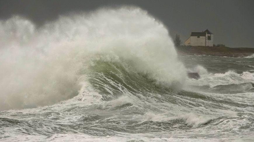 La tempête Fabien arrive sur les côtes bretonnes comme ici à Lesconil, petit port du pays bigoudin.