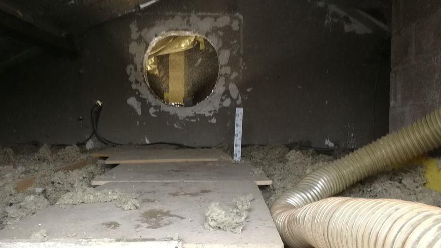 Un chantier d'isolation dans les combles d'une maison à Dijon