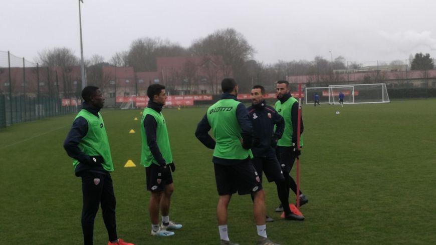 Quelques joueurs du DFCO parmi lesquels Jordan Marié et Romain Amalfitano lors de l'entraînement de reprise ce lundi 30 décembre 2019 à Dijon