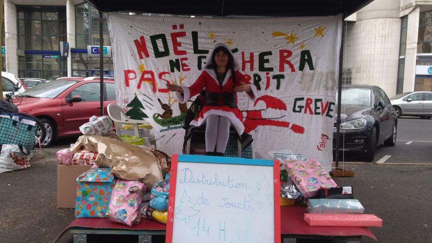 Les enfants n'ont pas été oubliés : ils ont eu le droit à une distribution de cadeaux.
