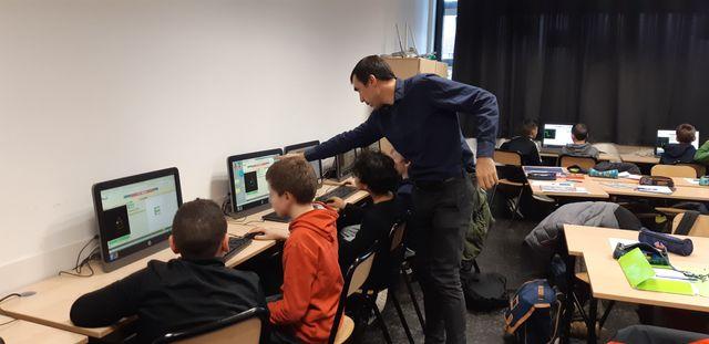 Pour enseigner différemment, Nicolas Lemoine voudrait s'inspire de ce qui se fait à l'école primaire pour l'appliquer à ses classes en collège notamment en rapprochant les mathématiques du quotidien et du réel des élèves