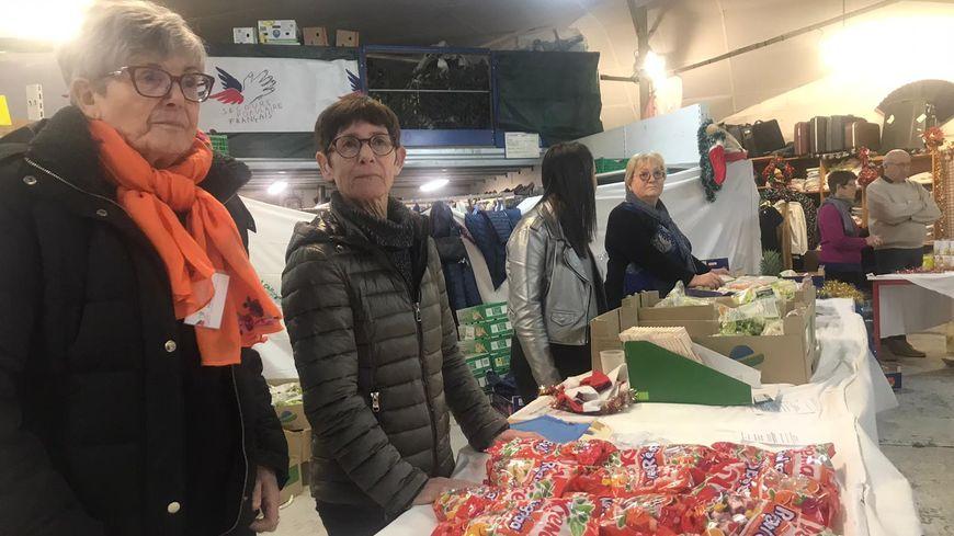 Les bénévoles se sont relayés ces derniers jours pour distribuer saumon et clémentines