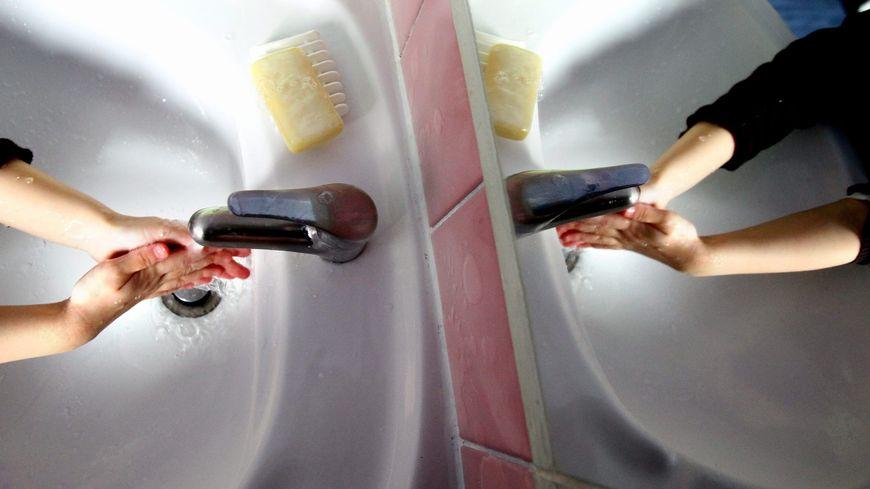 Pour limiter l'épidémie, il est indispensable de se laver régulièrement les mains