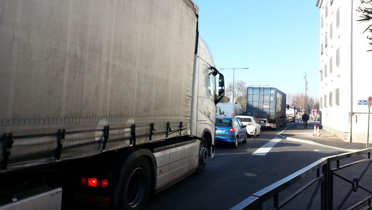 La maire d'Avignon veut limiter la circulation des camions sur la rocade dès janvier 2020
