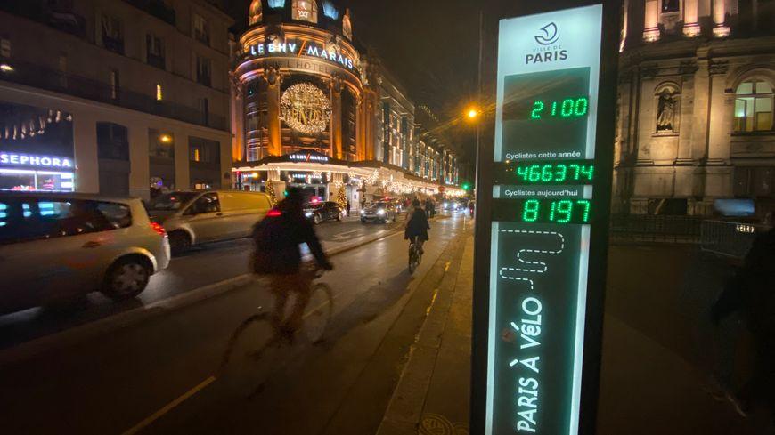 Piste cyclable rue de Rivoli