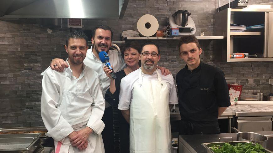 Olivier Godechoul et une partie de son équipe au restaurant La Vue, à Toulouse