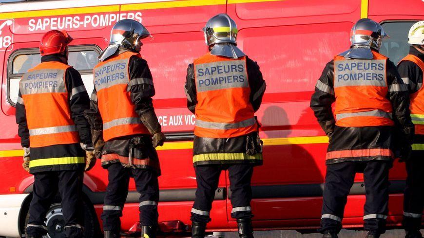 Le conducteur de la voiture impliquée dans cet accident à Saint-Gemmes-le-Robert a été légèrement blessé.