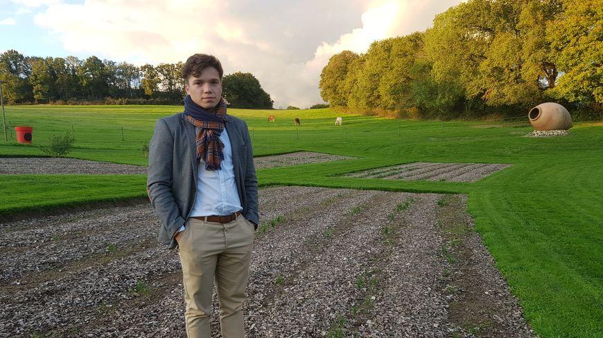 Enzo Triquet, 20 ans, travaille aujourd'hui à plein temps sur le safran.