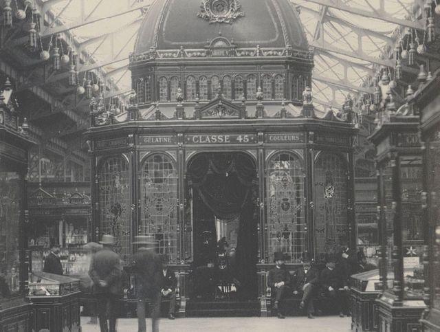 Exposition d'une pharmacie dans le kiosque central de l'exposition universelle de 1889 - Hippolyte Blancard