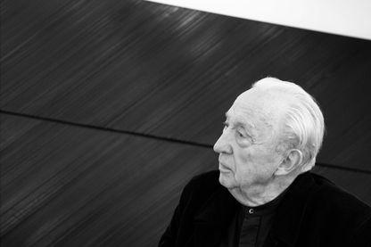 Pierre Soulages dans son studio parisien en 2007
