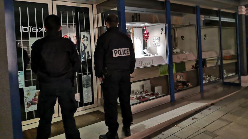 """A l'approche des fêtes, la police nationale de la Creuse relance son opération """"anti hold-up""""."""