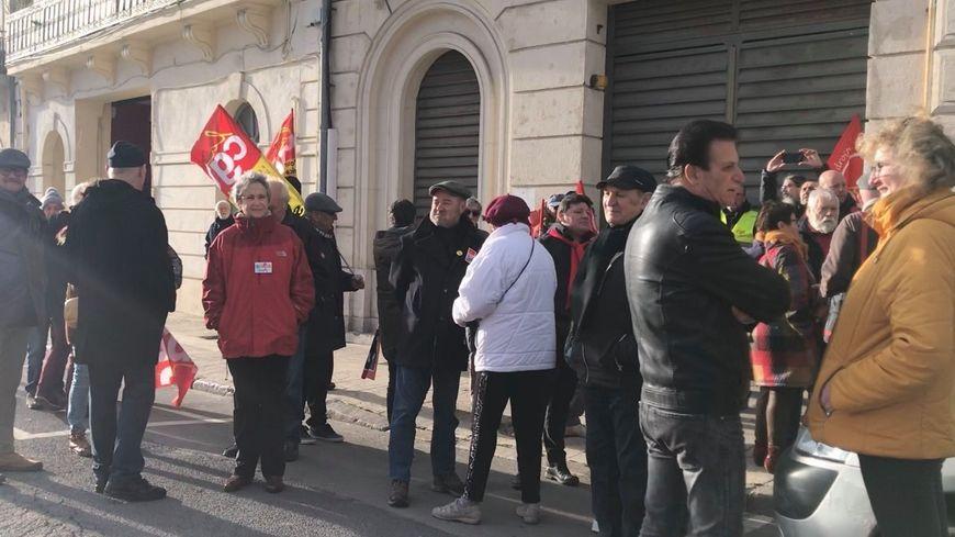 Une quarantaine de militants se sont réunis à Sète pour demander un retrait de la réforme des retraites