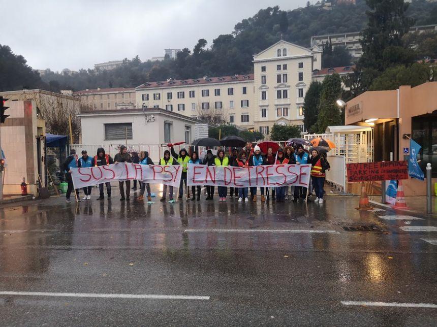 Les personnels de l'hôpital psychiatrique de Sainte-Marie en grève - Aucun(e)