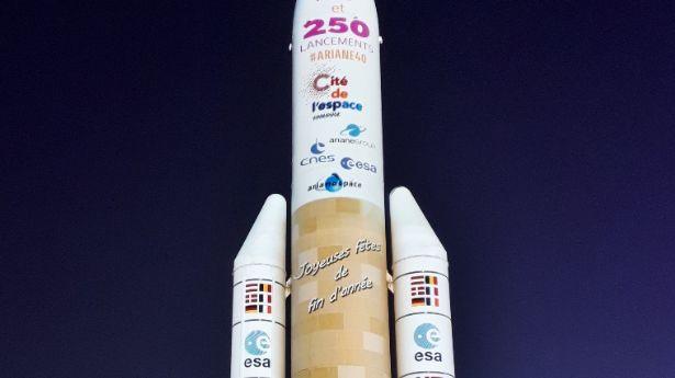 La Cité de l'Espace illumine sa fusée Ariane 5 jusqu'au 2 janvier chaque soir.