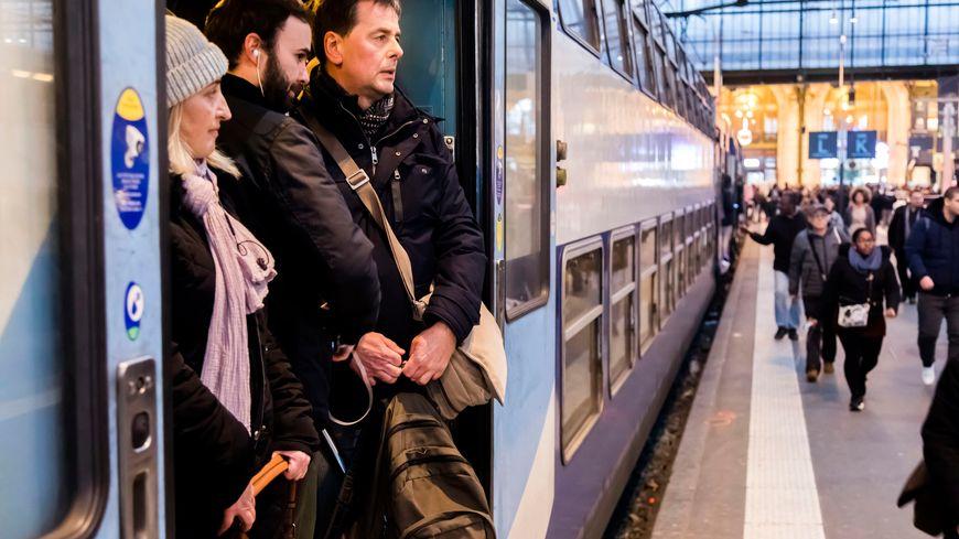Les trains vont être bondés tout le week-end.