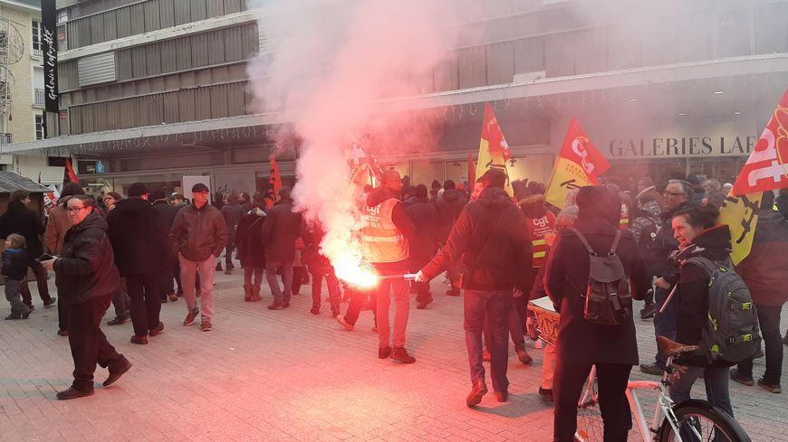 Les manifestants ont défilé dans le centre-ville de Caen le 28 décembre 2019
