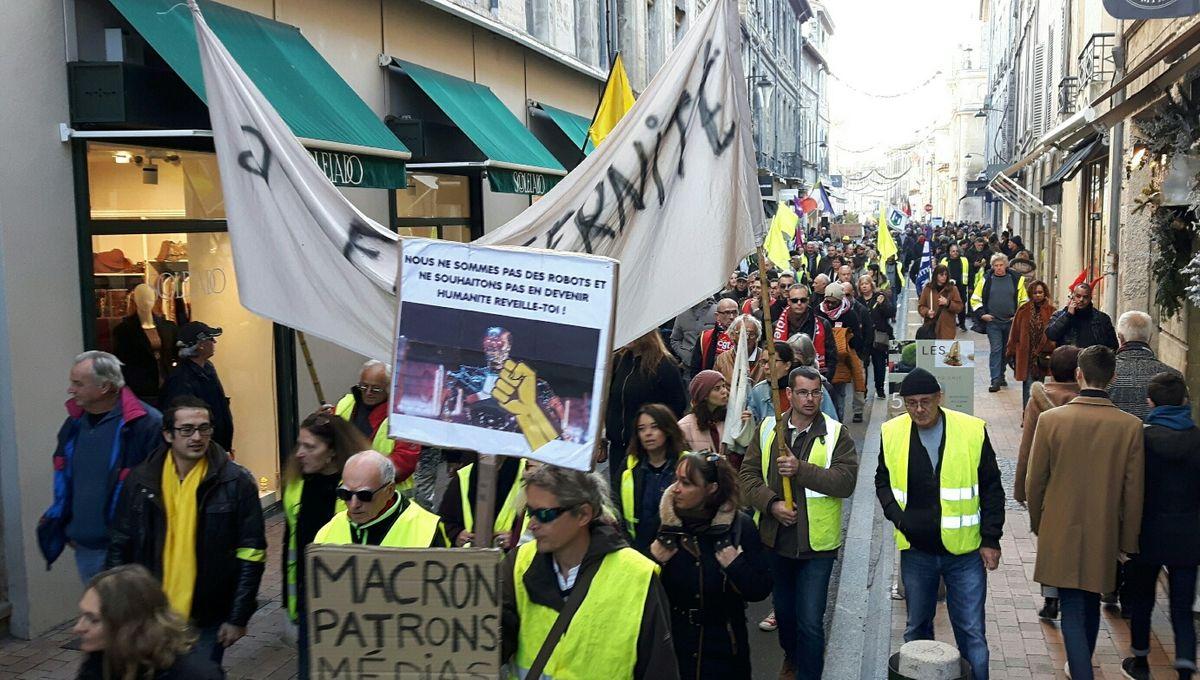 Un millier de manifestants défile contre le chômage et la précarité au centre ville d'Avignon