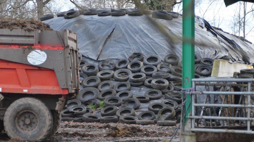 Ces pneus disgracieux qui couvrent les silos d'ensilage doivent disparaître