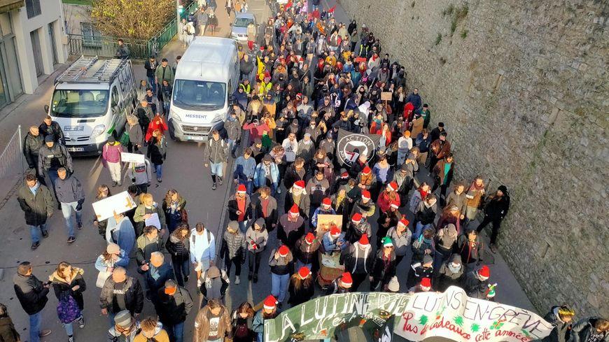Les manifestants contre la réforme des retraites à Poitiers ce mardi 10 décembre.