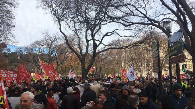 Le départ de la manifestation contre la réforme des retraites, à Nîmes (10 décembre 2019)