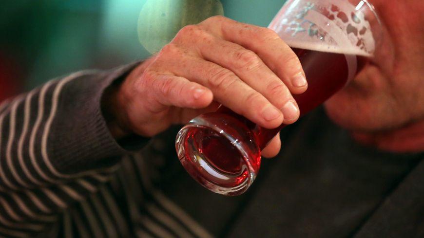 La consommation d'alcool est interdite sur la voie publique dans plusieurs secteurs.