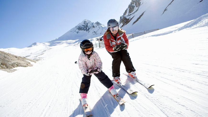 La plupart des stations alpines ouvrent leur domaine skiable à la mi-décembre et ferment fin mars